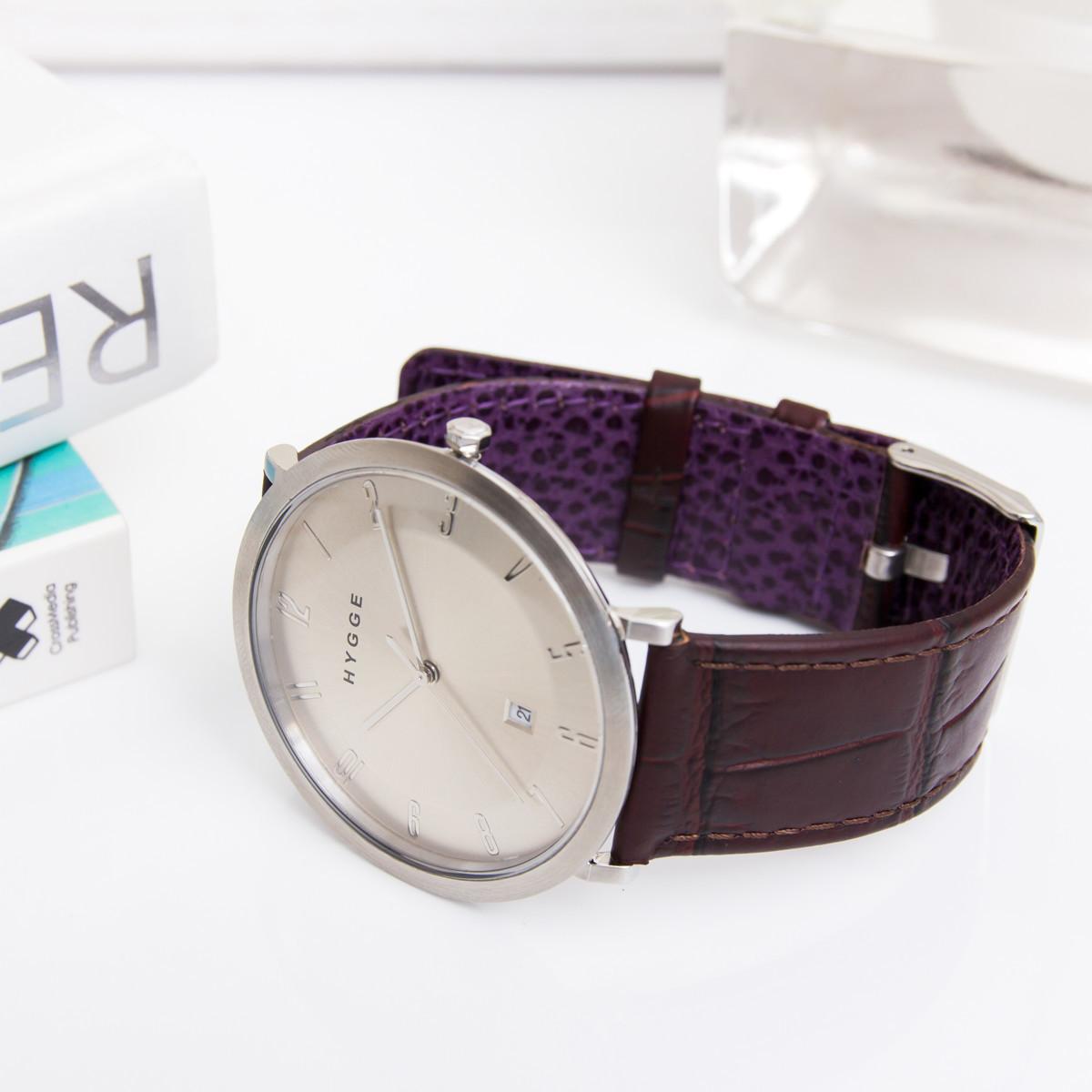 """自由を生み出す『薄さ2.33ミリ』のムーブメント 肌に触れる面積が1/3、""""薄い・軽い"""" 装着感の腕時計《LEATHER BAND》   HYGGE"""