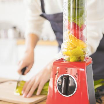朝が変わる!なめらか「野菜の生スムージー」 皮つき野菜も氷も入れてOK、パワフルな小型ブレンダー ferrano
