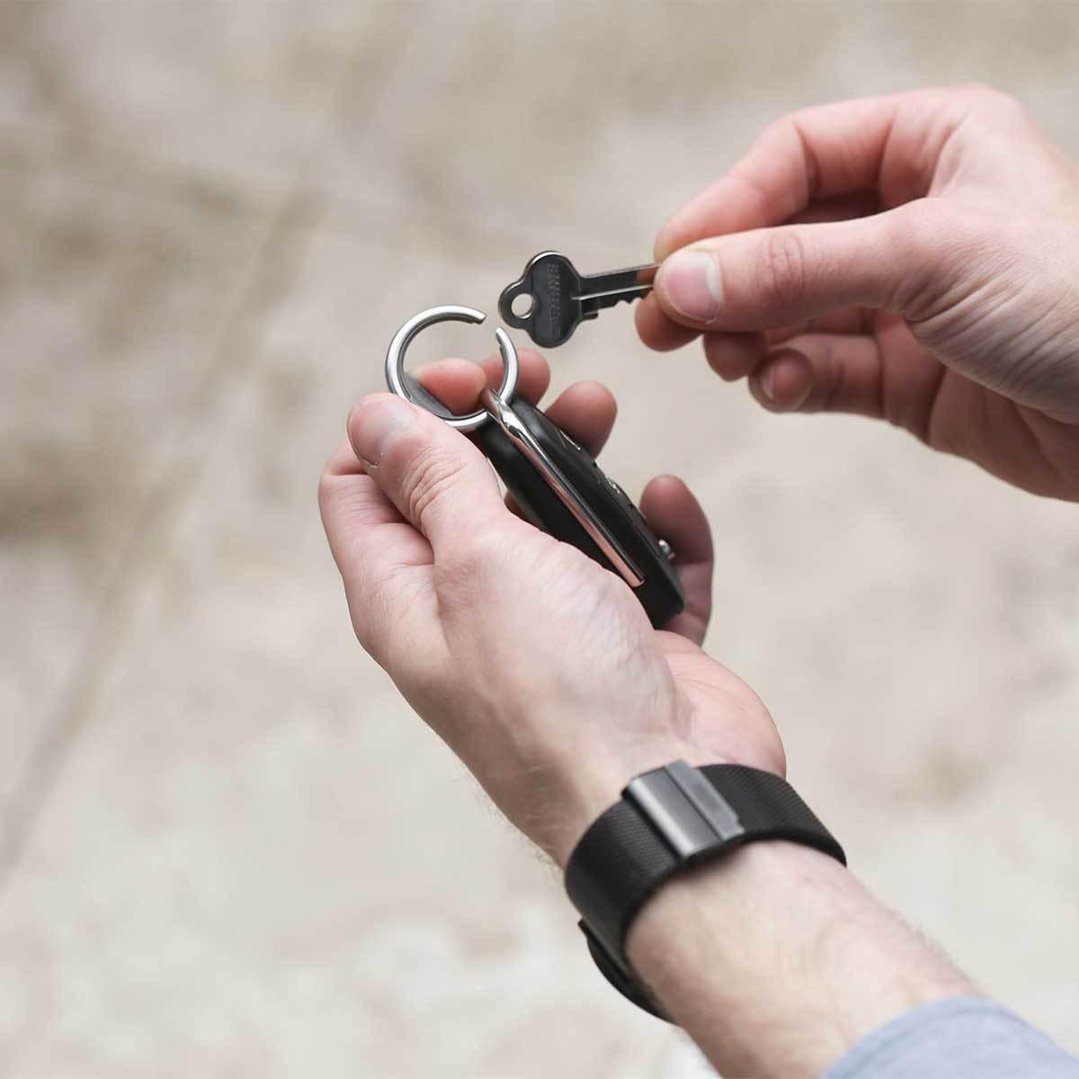 『鍵収納』をデザインする|《Orbitkeyオプション》電子キーもCHIPOLOもスマートに付けられるスライド式リング|Orbitkey Ring Allblack