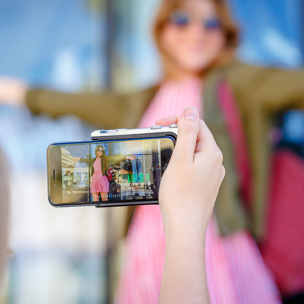 iPhone でもっと面白い写真撮りたい! 《最新モデル》綺麗な写真を撮りながら、写真の楽しさが学べるカメラグリップ   PICTAR
