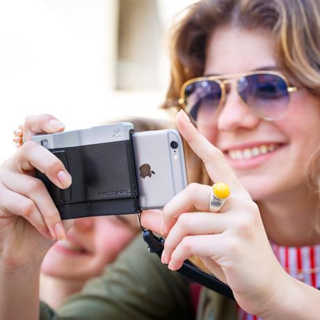 iPhone でもっと面白い写真撮りたい!|綺麗な写真を撮りながら、写真の楽しさが学べるカメラグリップ | PICTAR