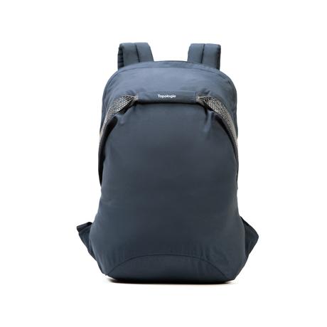 岩への挑戦から生まれた『街バッグ』|《マルチピッチ・バックパック(S)/18L》超軽量、動きを邪魔しない、荷重を分散、ミニマムデザインの「バックパック」 | Topologie|NAVY