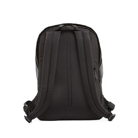 岩への挑戦から生まれた『街バッグ』|《マルチピッチ・バックパック(S)/18L》超軽量、動きを邪魔しない、荷重を分散、ミニマムデザインの「バックパック」 | Topologie|BLACK