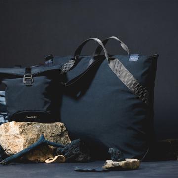 岩への挑戦から生まれた『街バッグ』|《ロープトート/18L》超軽量、動きを邪魔しない、荷重を分散、ミニマムデザインの「2WAYトートバッグ」 | Topologie