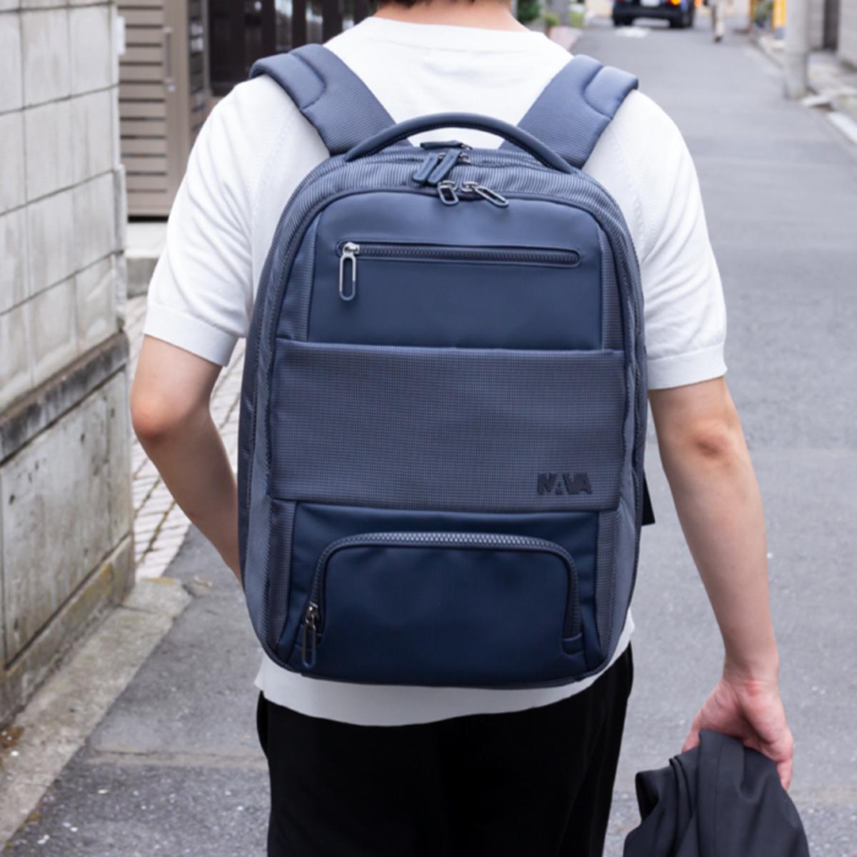 """パカッと180°開く「出張バックパック」 シャツも書類も""""置くだけ""""、スマートに収納できる「出張バックパック」 NAVA"""