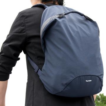 岩への挑戦から生まれた『街バッグ』|《マルチピッチ・バックパック(L)/22L》超軽量、動きを邪魔しない、荷重を分散、ミニマムデザインの「バックパック」 | Topologie