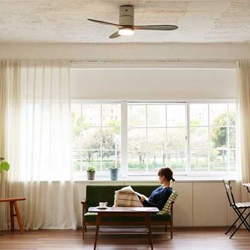 """ハワイのヴィラみたいに""""風通しがいい家"""" モダンモデル 室温ムラを解消して、風通しがいい家をつくるシーリングファン シルバー"""