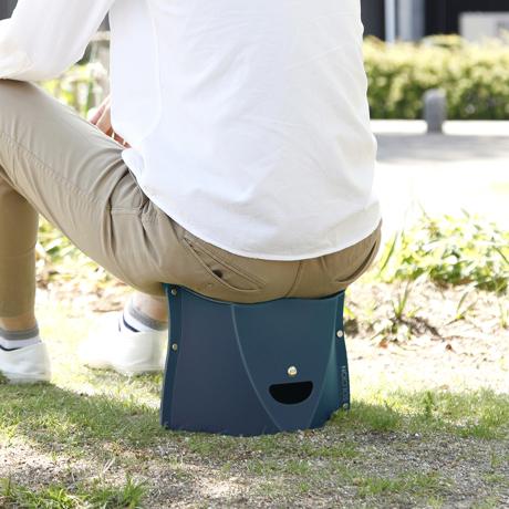 薄さ3センチの「どこでもイス」 《NEW PATATTO 180(高さ18cm)》使う場所を選ばない、どこにでも持ち歩けるイス PATATTO