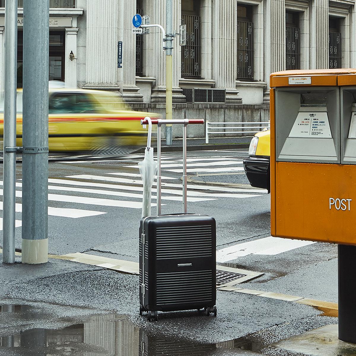 """一緒に""""歩きたい""""スーツケース 《Type A/37L》手を添えるだけで滑らかに走行、""""気の利く""""設計であなたの旅路に寄り添うスーツケース(1〜2泊・機内持ち込みサイズ) RAWROW"""