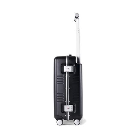 """一緒に""""歩きたい""""スーツケース 《Type A/37L》手を添えるだけで滑らかに走行、""""気の利く""""設計であなたの旅路に寄り添うスーツケース(1〜2泊・機内持ち込みサイズ) RAWROW ブラック(生産終了)"""