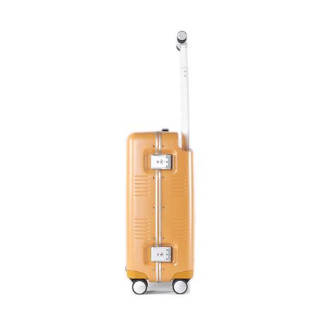 """一緒に""""歩きたい""""スーツケース 《Type A/37L》手を添えるだけで滑らかに走行、""""気の利く""""設計であなたの旅路に寄り添うスーツケース(1〜2泊・機内持ち込みサイズ) RAWROW マスタード(生産終了)"""