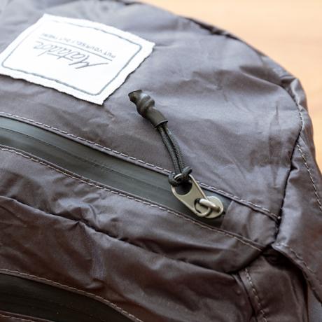 手のひらサイズになる大容量バッグ|旅先や日常生活でアクティブに動き回れる!手のひらサイズにたためる防水仕様の「ウエストバッグ」| Matador DAYLITE HIP PACK|チタニウムグレイ