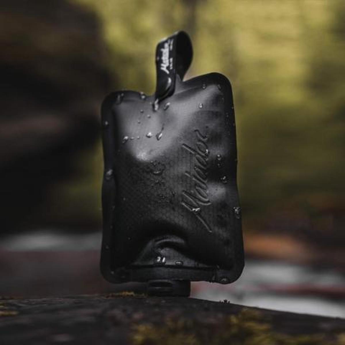 手のひらサイズになる大容量バッグ|《3本セット》ジムやアウトドア、旅先で大活躍!シャンプー&クリームを必要な分だけ持ち運べて、小さくたためる「トラベルボトル」|Matador FLATPAK TOILETRY BOTTLE 3-PK