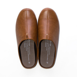 スキップしたくなる『スリッパ』|靴の製法でつくったからトコトン歩きやすい「スリッパ」|room's|キャメル/M(22.5-24.5cm)