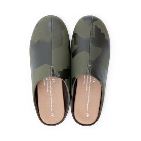 スキップしたくなる『スリッパ』|靴の製法でつくったからトコトン歩きやすい「スリッパ」|room's|カモフラージュ/M(22.5-24.5cm)