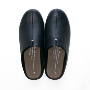スキップしたくなる『スリッパ』|靴の製法でつくったからトコトン歩きやすい「スリッパ」|room's