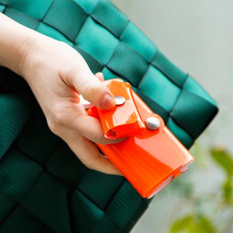 大人のための『遊びウォレット』|《ネオンカラー》これひとつで、ジム・旅行・アウトドアへ!ミニマム構造がかなえる、軽量&収納力の「ミニ財布」|SALLIES|ネオンオレンジ