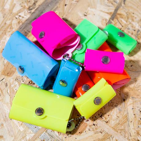 大人のための『遊びウォレット』|《ネオンカラー》これひとつで、ジム・旅行・アウトドアへ!ミニマム構造がかなえる、軽量&収納力の「ミニ財布」|SALLIES|ネオンイエロー