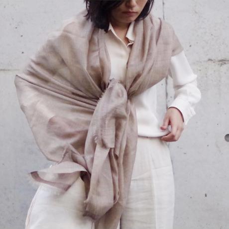 """極細カシミヤで織った""""ふんわり羽衣"""" まるで陽だまりの暖かさ、透けるほど薄いカシミヤ100%ストール A'DOSカシミヤストール"""