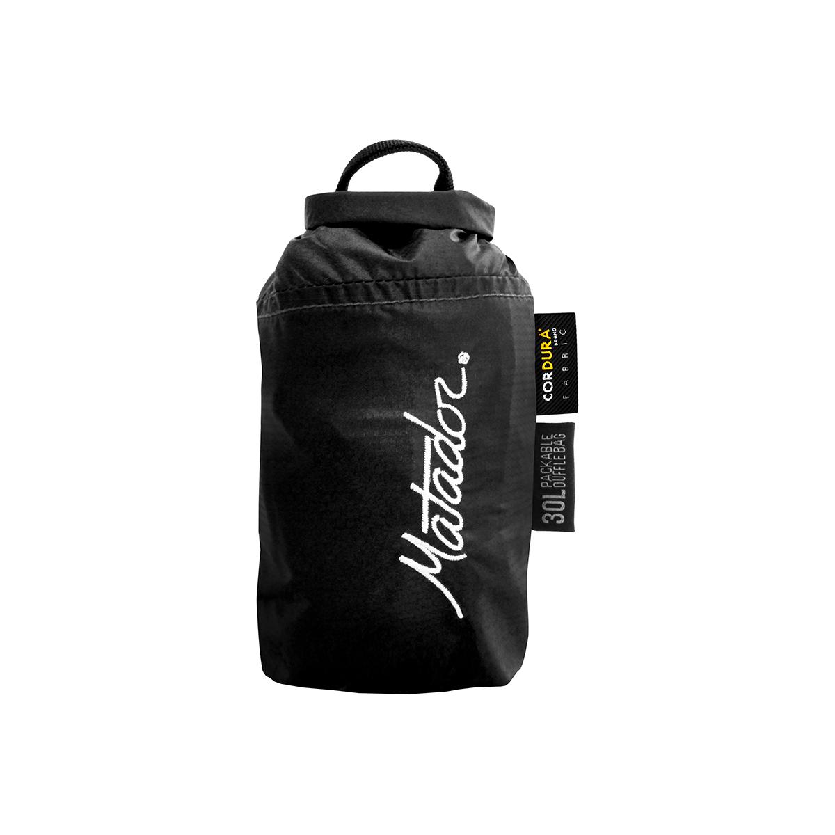 手のひらサイズになる大容量バッグ|《30L/ブラック》旅先や出張でスマートに荷物をまとめて、日常生活でも使える。手のひらサイズにたためる防水仕様のボストンバッグ|Matador transit30 2.0