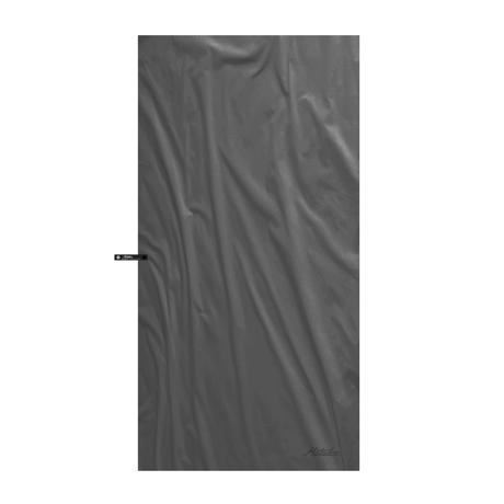 手のひらサイズになる大容量バッグ|《2019新作》極薄&超軽量なのに驚きの吸水速乾性。小さくたためて、ビーチやジムでもっと身軽になれる「ナノドライタオル」 | Matador NanoDry Shower Towel|チャコールグレー