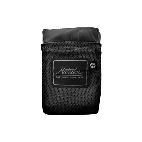 手のひらサイズになる大容量バッグ|《2〜3人用》いろんな場面で大活躍する、手のひらサイズにたためる撥水仕様レジャーシート|Matador POCKET BLANKET|ブラック