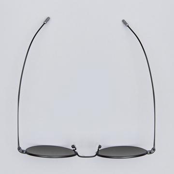 サングラス選びの3条件|《MEDIUM/レンズ幅51mm》風船で浮くほど軽い、フィット感抜群、踏んでも元に戻るβチタンフレームのサングラス|RAWROW R SUN 300|MEDIUM(BLACK/完売)