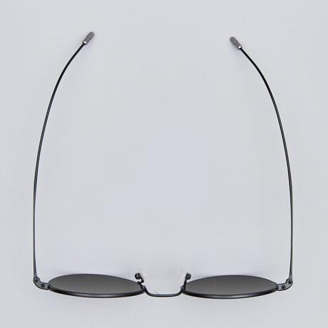 サングラス選びの3条件 《MEDIUM/レンズ幅51mm》風船で浮くほど軽い、フィット感抜群、踏んでも元に戻るβチタンフレームのサングラス RAWROW R SUN 300 MEDIUM(BLACK/完売)