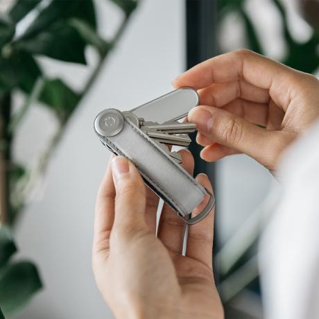 """""""鍵収納""""をデザインする 《ナイロン》もうドア前で迷わない。""""鍵収納""""を追求したコンパクトなキーケース Orbitkey"""
