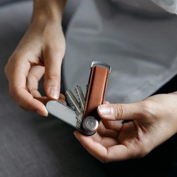 『鍵収納』をデザインする|《Orbitkeyオプション》お出かけ前や通勤時、外回り時に重宝する「ミラー&爪やすり」|Orbitkey Accessory