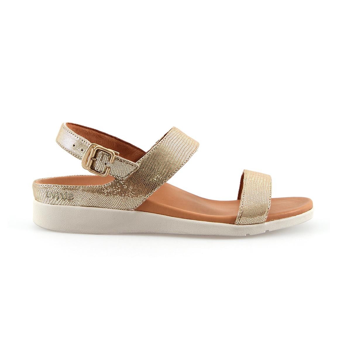 スニーカー感覚で歩き回れる「サンダル」|LUCIA / UK3(22-22.5cm) 独自開発の立体インソールで、スニーカーみたいに歩き回れる「サンダル」|strive