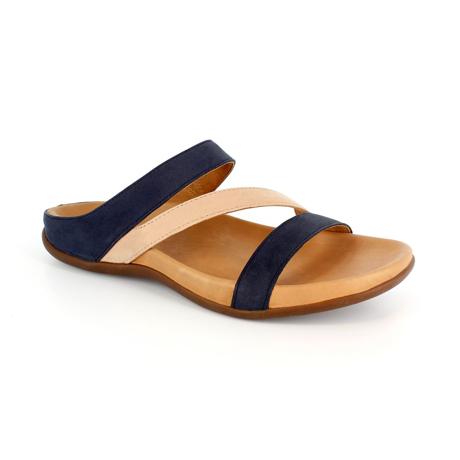 スニーカー感覚で歩き回れる「サンダル」|TRIO / UK3(22-22.5cm) 独自開発の立体インソールで、スニーカーみたいに歩き回れる「サンダル」|strive|ネイビー&ローバッグ