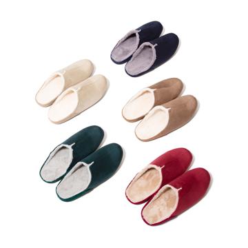 寒い日も、スキップしたくなる『スリッパ』|靴の製法でつくったから、ボアつきなのに歩きやすい「モコモコスリッパ」|room's moco