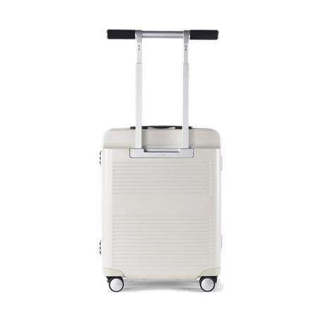 """一緒に""""歩きたい""""スーツケース 《Type B/37L》手を添えるだけで滑らかに走行、""""気の利く""""設計であなたの旅路に寄り添うスーツケース(1〜2泊・機内持ち込みサイズ) RAWROW アイボリー(生産終了)"""