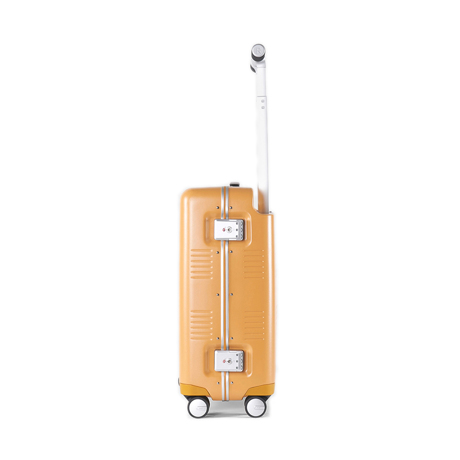 """一緒に""""歩きたい""""スーツケース 《Type B/37L》手を添えるだけで滑らかに走行、""""気の利く""""設計であなたの旅路に寄り添うスーツケース(1〜2泊・機内持ち込みサイズ) RAWROW マスタード(生産終了)"""