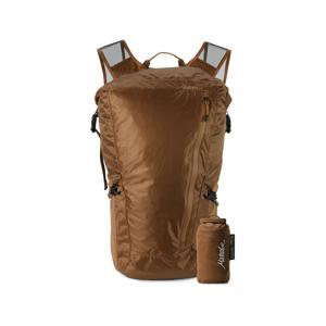《24L/コヨーテ》旅先や日常生活でアクティブに動き回れる、手のひらサイズにたためる防水仕様のバックパック|Matador Freerain24 2.0