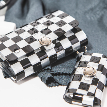 大人のための『遊びウォレット』|《シルバーコレクション》これひとつで、ジム・旅行・アウトドアへ!ミニマム構造がかなえる、軽量&収納力の「ミニ財布」|SALLIES