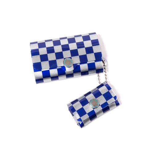 大人のための『遊びウォレット』|《シルバーコレクション》これひとつで、ジム・旅行・アウトドアへ!ミニマム構造がかなえる、軽量&収納力の「ミニ財布」|SALLIES|チェッカー/ブルー