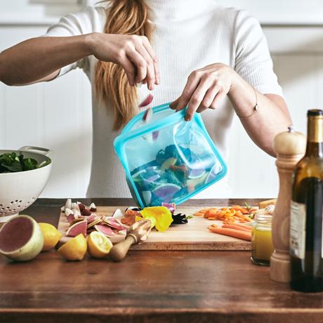 3000回加熱・冷凍できる密閉シリコンバッグ|《1.6L/スタンドアップ ミディアム》食材の密閉保存から調理まで、これひとつでOK!たっぷり容量で自立もするマルチバッグ|stasher