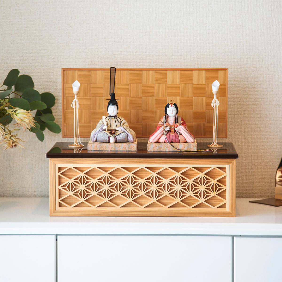 『毎年の幸せ』が御嬢様と家族に訪れる|*今期完売*《鹿沼組子 - 四角形(中)》7つの日本伝統工芸をコンパクトにした、木目込みプレミアム雛人形 | 宝想雛