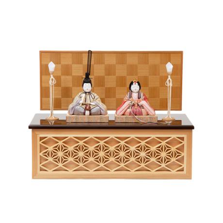 『毎年の幸せ』が御嬢様と家族に訪れる *購入特典付*《鹿沼組子 - 四角形(中)》7つの日本伝統工芸をコンパクトにした、木目込みプレミアム雛人形   宝想雛 