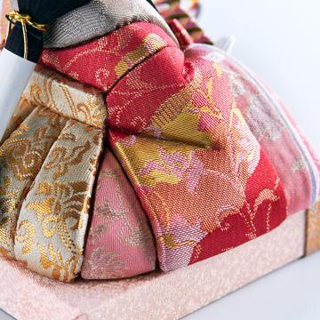 『毎年のしあわせ』が御嬢様と家族に訪れる|《四角形/中》5つの日本伝統工芸をコンパクトにした、木目込の「プレミアム雛人形」※第一期受注分 | 宝想雛|