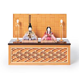 《四角形/中》5つの日本伝統工芸をコンパクトにした、木目込の「プレミアム雛人形」※第一期受注分 | 宝想雛