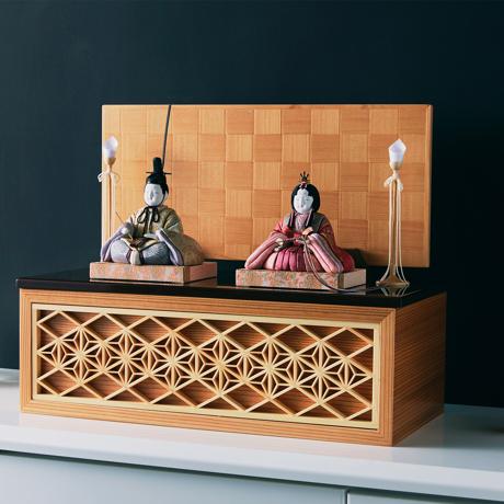 『毎年のしあわせ』が御嬢様と家族に訪れる|*完売御礼《四角形/中》5つの日本伝統工芸をコンパクトにした、木目込の「プレミアム雛人形」※第三期受注分 | 宝想雛
