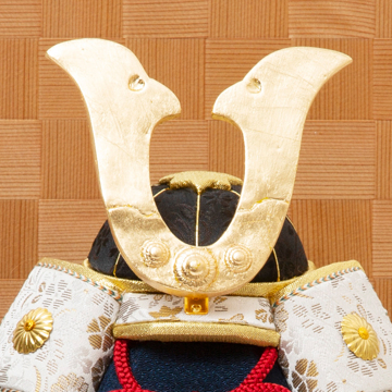 毎年の幸せを願う「五月人形」|《四角形・小》6つの日本伝統工芸をコンパクトにした、木目込の「プレミアム兜飾り」| 宝輝|