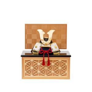 《四角形・小》6つの日本伝統工芸をコンパクトにした、木目込の「プレミアム兜飾り」| 宝輝