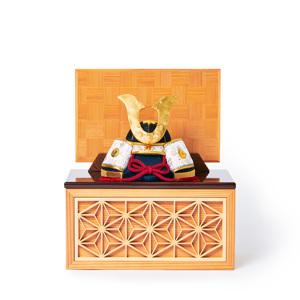 《四角形/小》6つの日本伝統工芸をコンパクトにした、木目込の「プレミアム兜飾り」※第二期受注分 | 宝輝