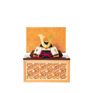 毎年のしあわせを願う「リビング五月人形」|《四角形/小》7つの日本伝統工芸をコンパクトモダンにした、江戸木目込の「プレミアム兜飾り」※第一期受注分|柿沼人形|宝輝