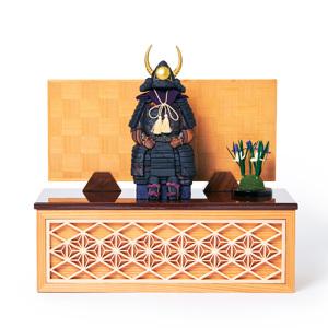 《四角形/中》5つの日本伝統工芸をコンパクトにした、木目込の「プレミアム鎧飾り」※第二期受注分 | 宝輝