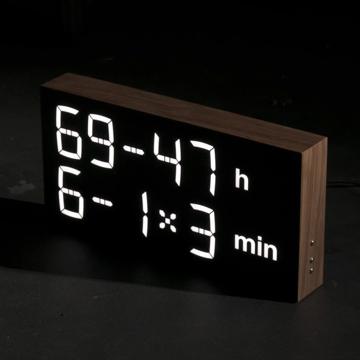 『4+2×7h:62-4min』、いま何時?(笑)|《ウォルナット》インテリアに遊び心を!ゲーム感覚で数式を解いて、時刻を割り出す「デジタル時計」 | Albert Clock 2